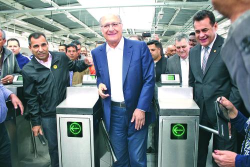 Alckmin aproveitou a inauguração para conhecer a nova estação
