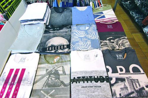 Há também camisetas masculinas de algodão com várias estampas por R$ 39,00