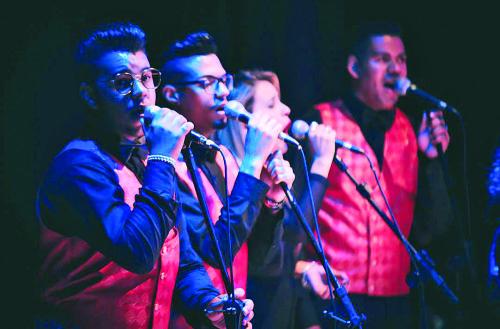 O grupo vocal é um dos diferenciais dos shows do artista
