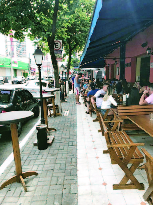 Comércios são obrigados a favorecer a acessibilidade de pedestres e cadeirantes