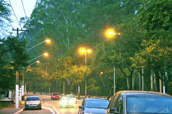 Av. Afonso de Sampaio e Souza: iluminação ganha reforço