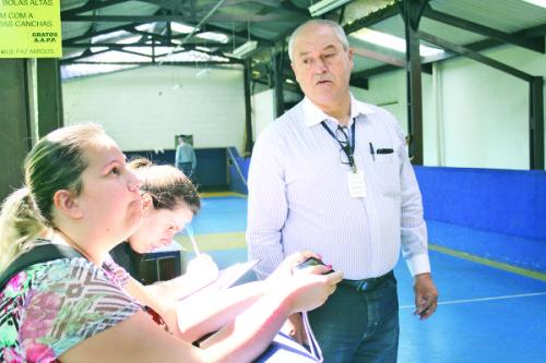 Carlos Alberto Said, do Depave, verificou as condições do equipamento de bocha