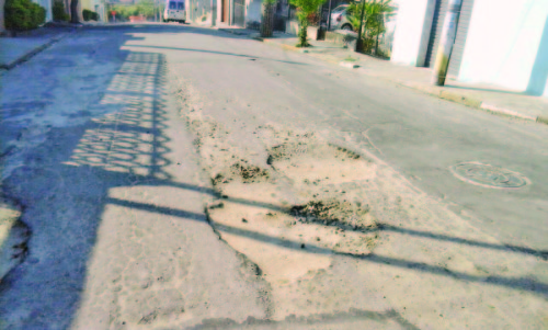 A Rua Isabel Redentora precisa ser recapeada por conta de tantos buracos