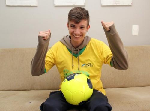 Caio tem guardado na memória a troca de figurinhas no último Mundial na África do Sul
