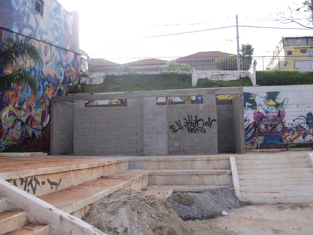 Ao lado do centro gastronômico estão sendo construídos dois banheiros