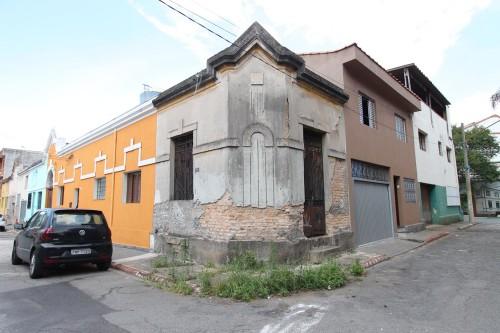 No local há vários exemplos de falta de investimento em restauro histórico